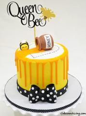 I Am A Buzzing Bee Theme Cake!!! Bumble Bee Cake #queenbee #queenbeecake #bumblebee #honey #honeyjar #honeydrip #yellowandblackcake #redvelvetcake 01