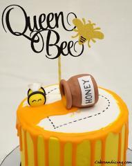 I Am A Buzzing Bee Theme Cake!!! Bumble Bee Cake #queenbee #queenbeecake #bumblebee #honey #honeyjar #honeydrip #yellowandblackcake #redvelvetcake 02