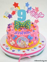 Jojo Siwa Theme Cake #jojosiwacake #jojosiwaparty #vanillaegglesscake #dreamcrazybigbow #bigbows #stars #eatsleepanddance #girlygirlcake #pinkcake 01