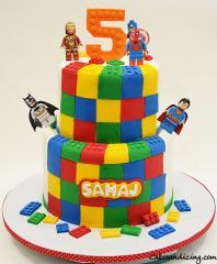 Marvel And Dc Lego Theme Cake #marvelsuperheroescake #dcsuperherocake #legocake #fondantlegos #marblecake