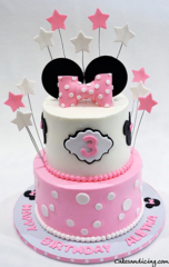 Minnie Mouse Birthday Cake #minniemouse #minniemousecake #disney #disneytheme #kidsbirthdaycake #fondantstars #minniemouseface #polkadots #pinkandwhitecake #minniemouseears 01