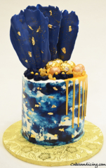 Royal Blue And Gold Drip Cake #golddripcake #royalblueandwhitecake #chocolatefan #ferrerorocher #goldcandies #goldleaves #dripcake 01