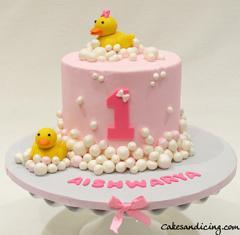 Rubber Ducky Cake #rubberducky #rubberduckybirthday #bubbles #firstbirthdaycake #babygirl #babygirlcake #bubblesandduck 01