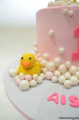 Rubber Ducky Cake #rubberducky #rubberduckybirthday #bubbles #firstbirthdaycake #babygirl #babygirlcake #bubblesandduck 03