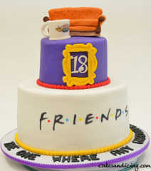 The Classic Friends Cake! #friendstvshow #friendstvseries #friendsgraduationcake #fondantfruendspeephole #friendscoffeemug #friendssofa #centralperk #friendscouch 01