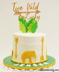 Two Wild & Lucky Theme Cake #twowildcake #twoluckycake #fondantgoldarrows #fondantjungleanimals #ediblegoldpaint #spring #egglessredvelvetcake #goldgreenandwhitecake