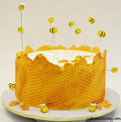 Honeycomb And Bee Theme Cake Buzzzzzzzzzzzzzzz #honeybeecake #honeycomb #honeycombcake #beethemecake #honey #fondantbees #firstbirthday 01